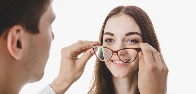 האם ישנם סיכונים בהסרת משקפיים בלייזר?