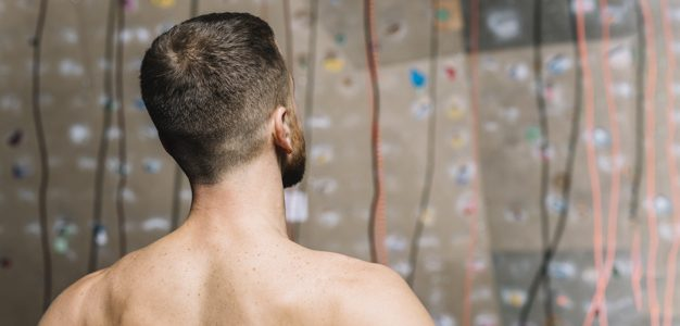 הסרת שיער בגב ובכתפיים – מה חשוב לדעת?