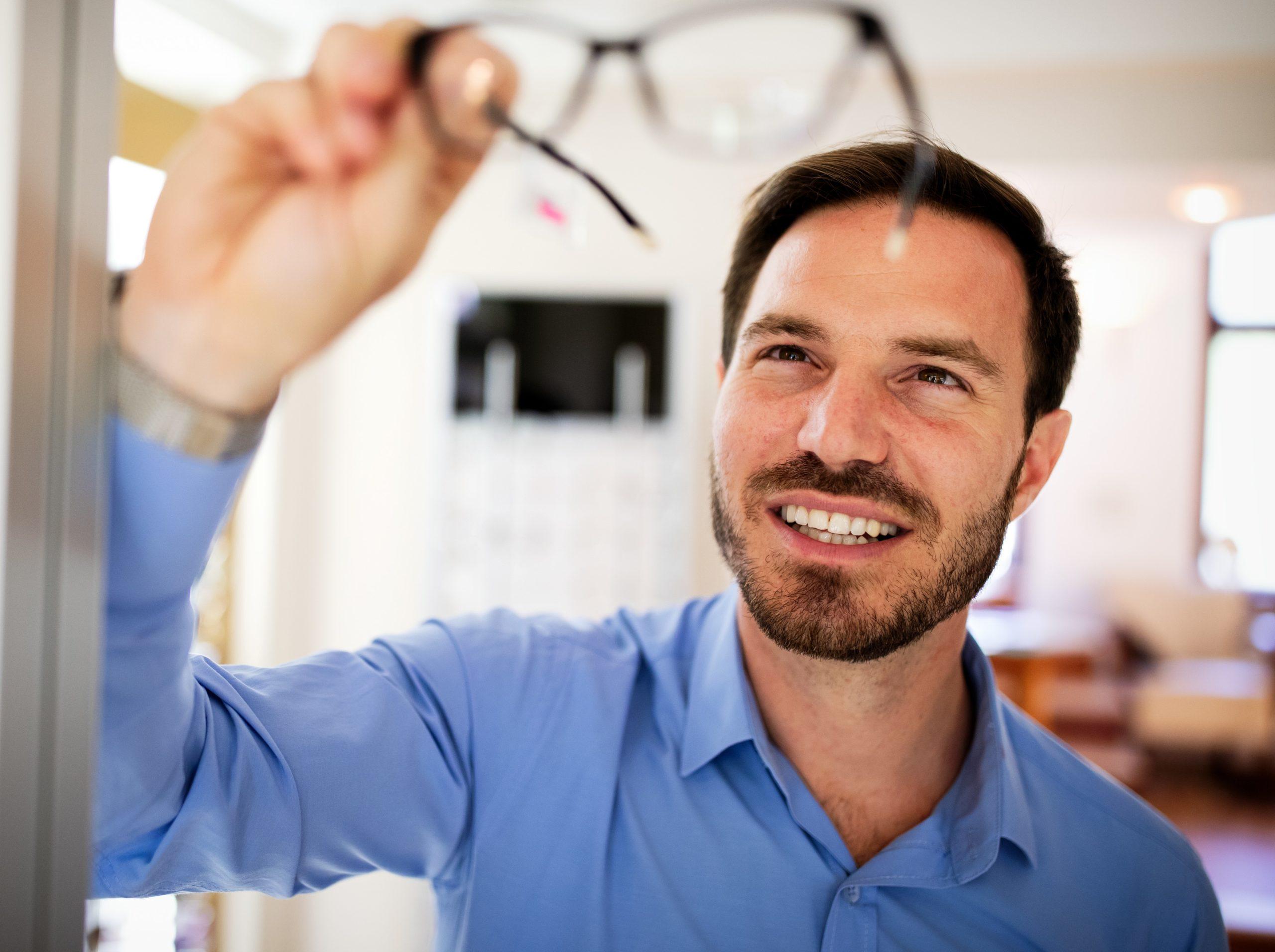 הסרת משקפיים בלייזר לגברים